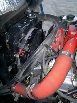 Радиатор стоит от ГАЗ 24 Артикул для поиска: 24-1301010 Он вживлен в родное крепление. - радиатор стоит от ГАЗ 24 артикул 24-1301010, вживлен в родное крепление..jpg